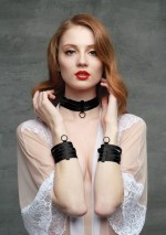 Black bondage handcuffsFlash You And Me